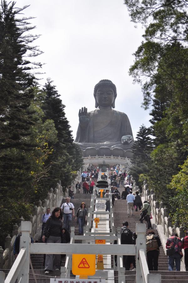 Вид на большого Будду в Гонконге
