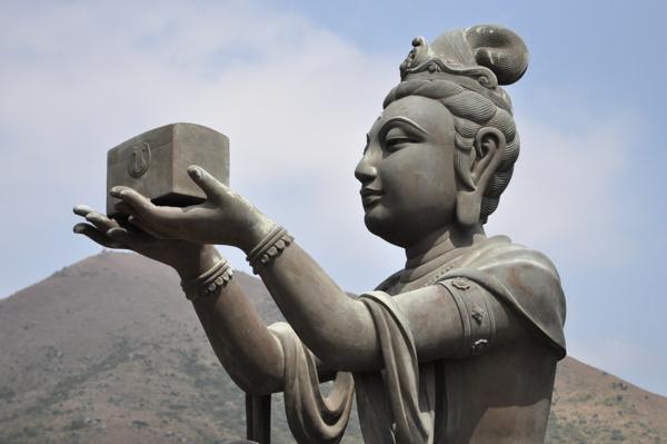 Статуи рядом с Большим Буддой