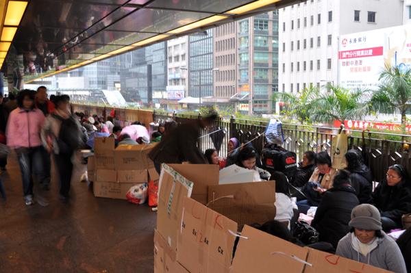 Китайцы в коробках в гонконге