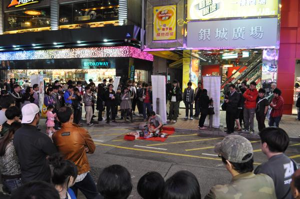 Уличный музыкант в Гонконге