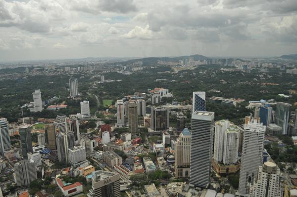 Вид на Куала Лумпур с башни Менара