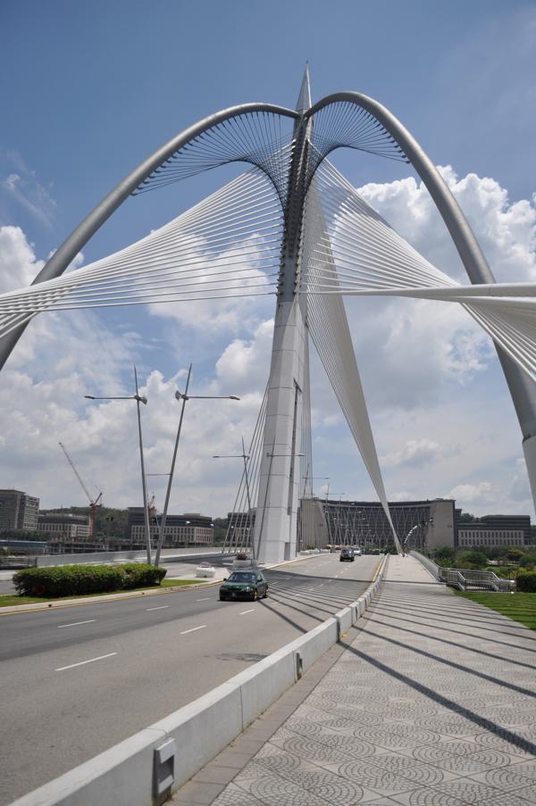 Красивый мост в Путраджае