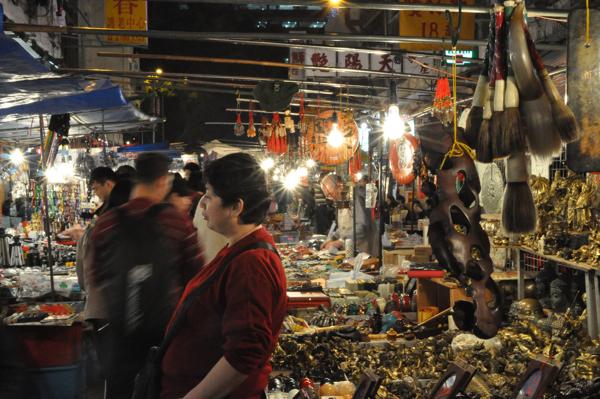 На ночном рынке в Гонконге