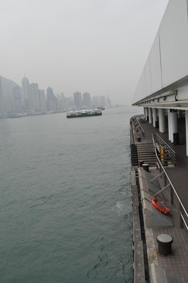 На набережной в Гонконге