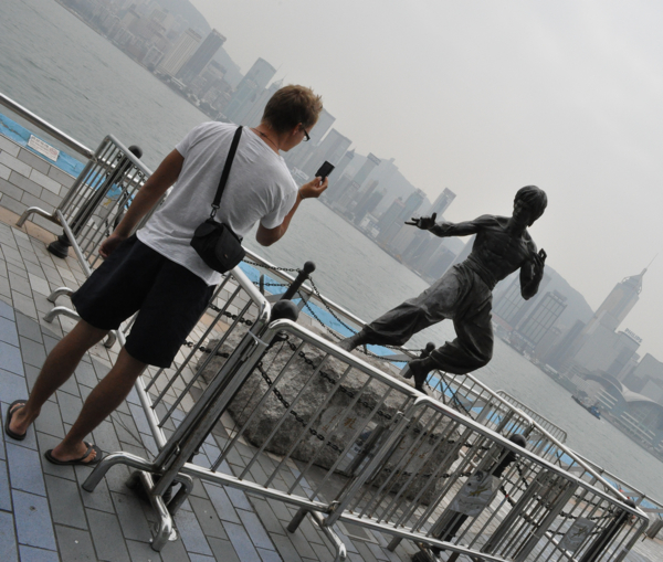 Памятник Брюс Ли в Гонконге