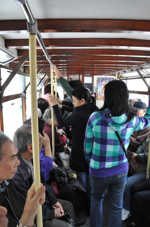 На первом этаже трамвая
