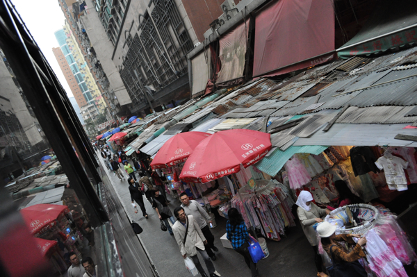 Улицы Гонконга из окна трамвая