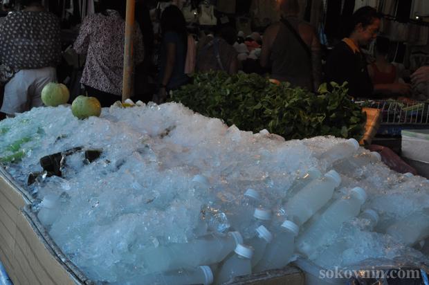 Продажа воды в Бангкоке