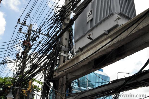 Провода на столбах в Бангкоке