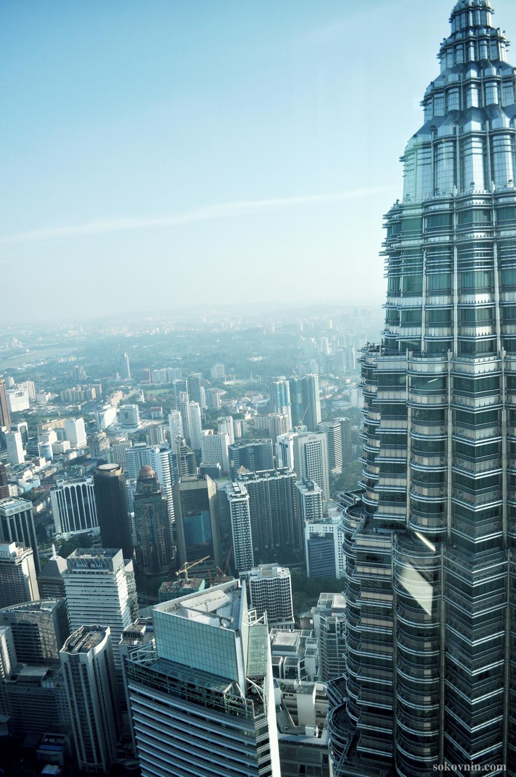 Вид из башен Петронас на Куала-Лумпур
