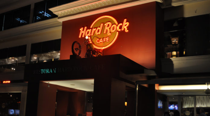Вход в HardRock Cafe в Куала-Лумпуре