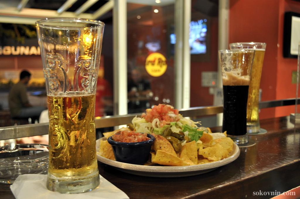 Еда и пиво в Хард Рок Кафе