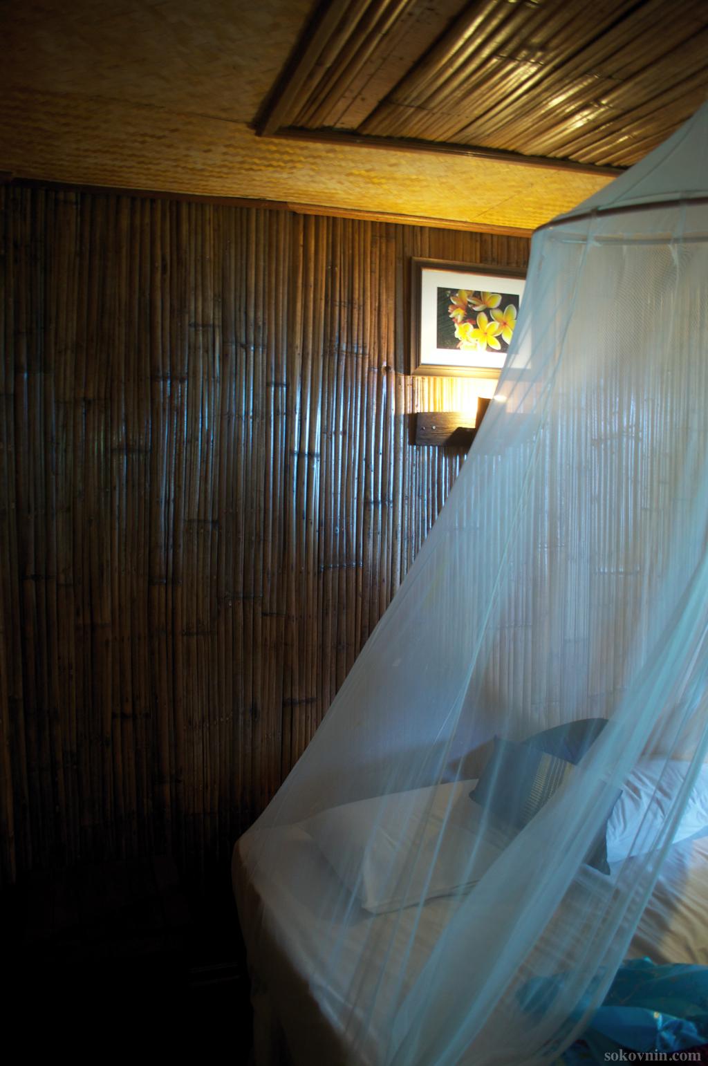 Кровать в бунгало
