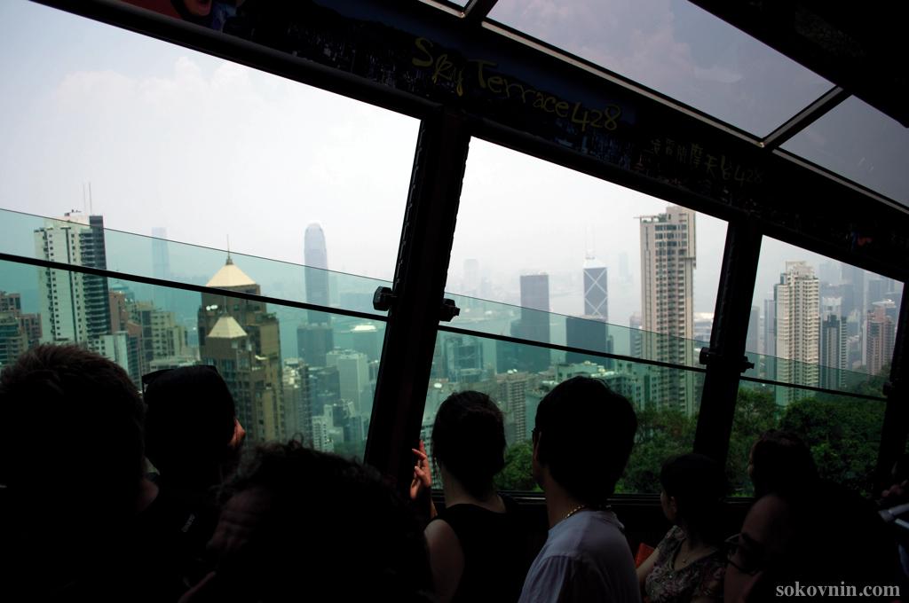 Трамвай едет на Пик Виктории