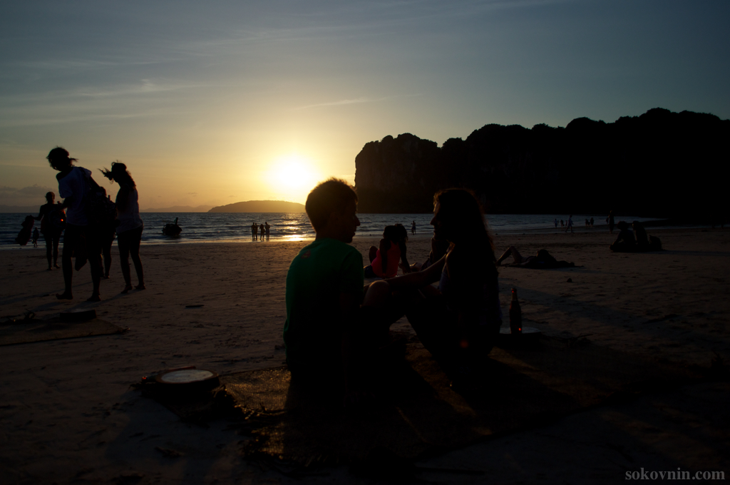 Закат на пляже Railay West