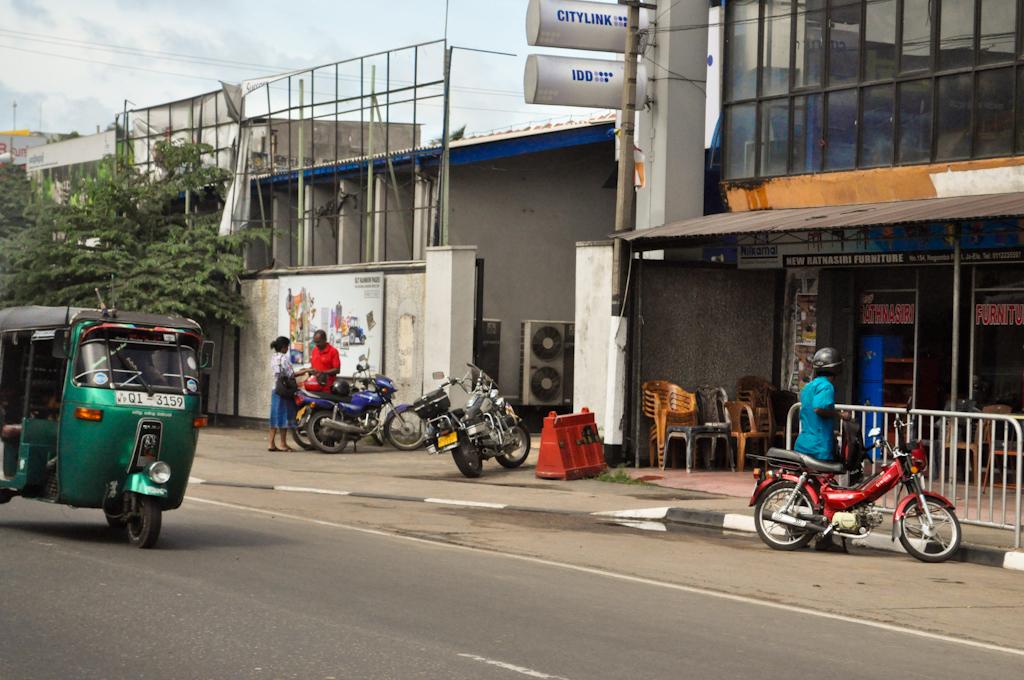 Едем на машине по Шри-Ланке