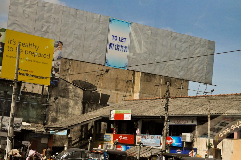 Рекламные щиты на Шри-Ланке
