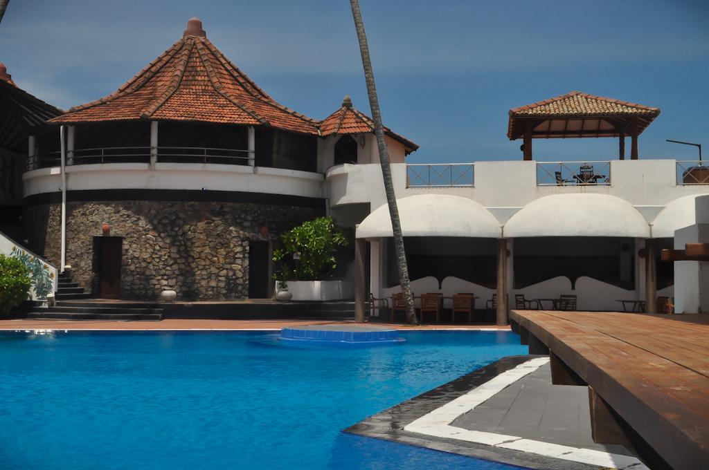 Бассейн в отеле Dickwella Resort