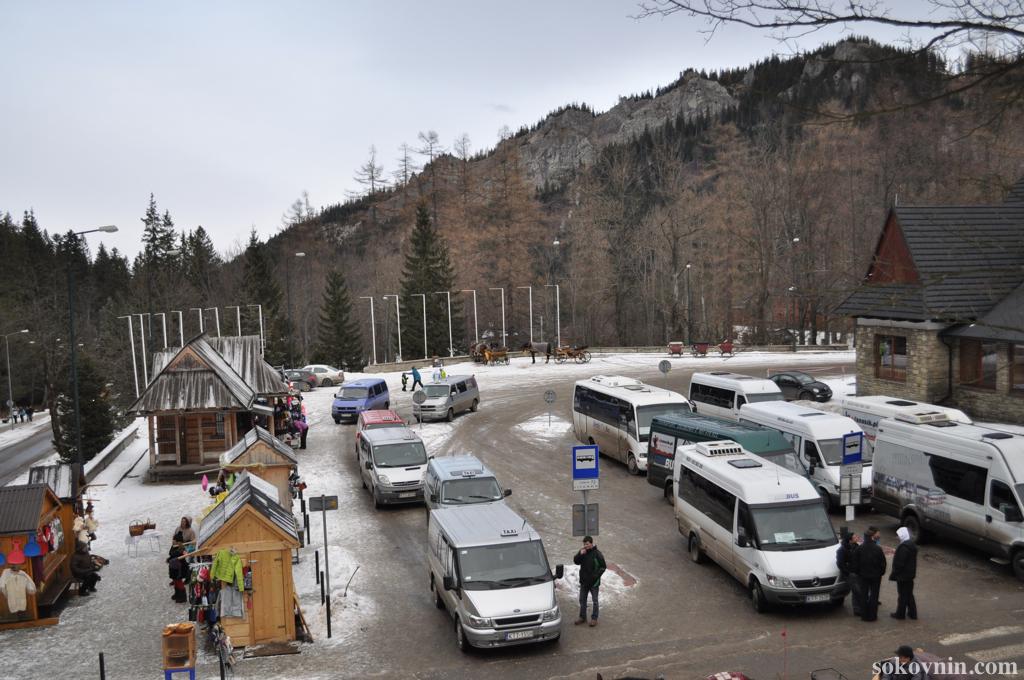 Стоянка у подъёмника на Каспровы верх