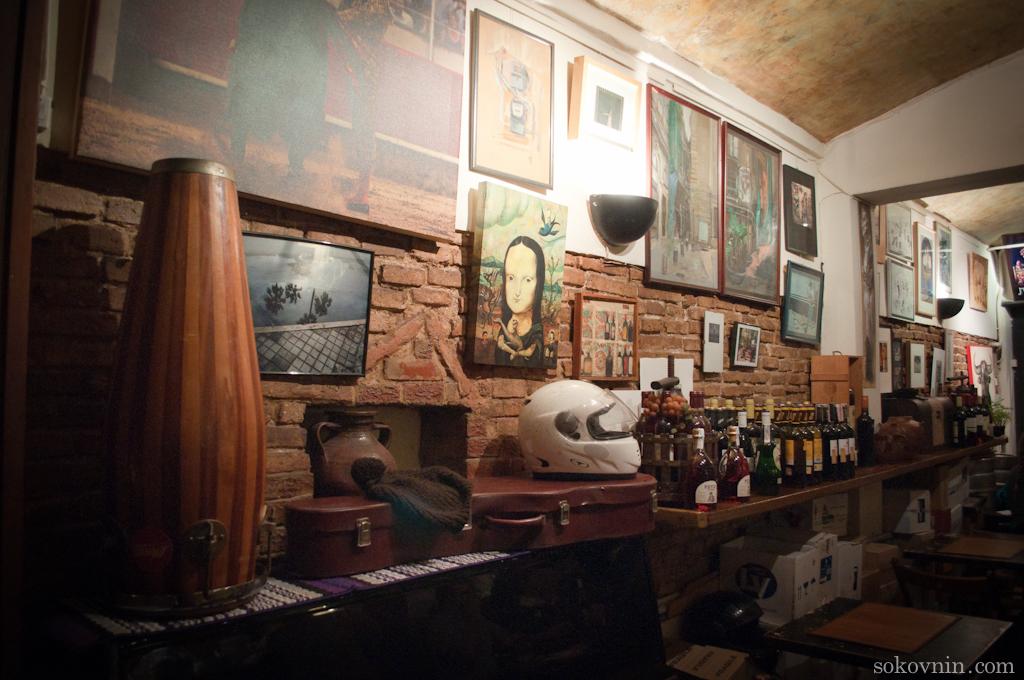 Картины в баре у Роло