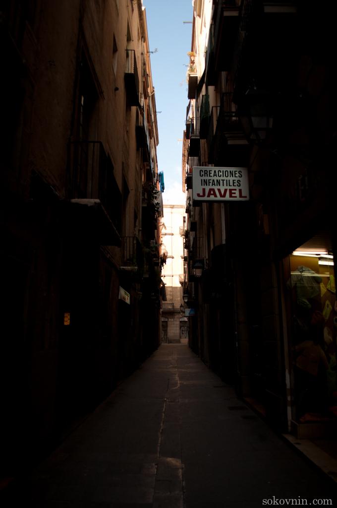 Готический квартал в Барселоне, узкие улицы