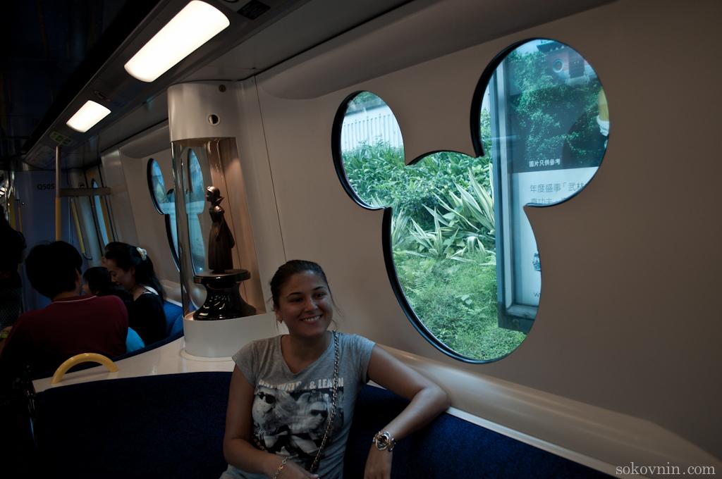 Тематический вагон метро в Диснейленд