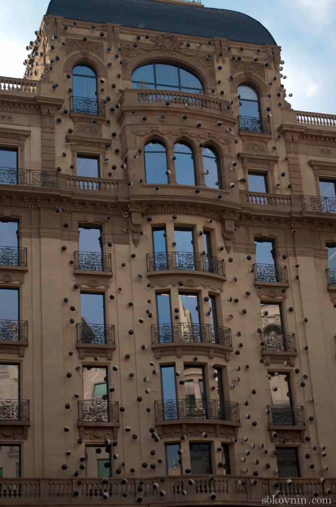 Дом с глазам в Барселоне