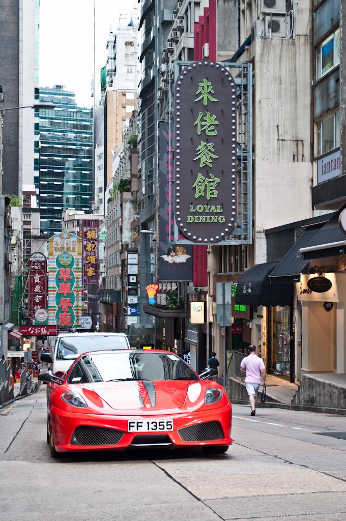 По улицам Гонконга ездит много спортивных машин