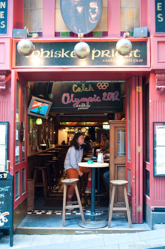 Открытые кафе на улице Голливуд Роад