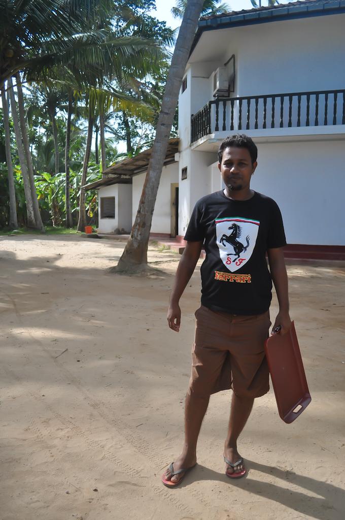 Пьер - хохяин ресторанчика на пляже