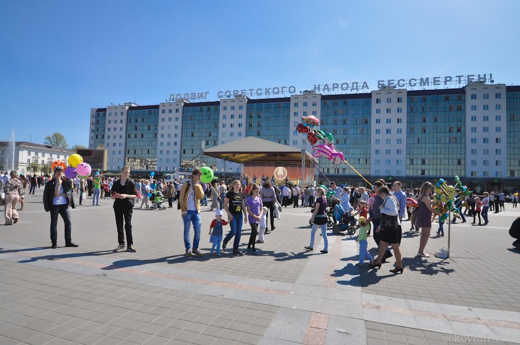 Прогулка по площади Победы в Витебске