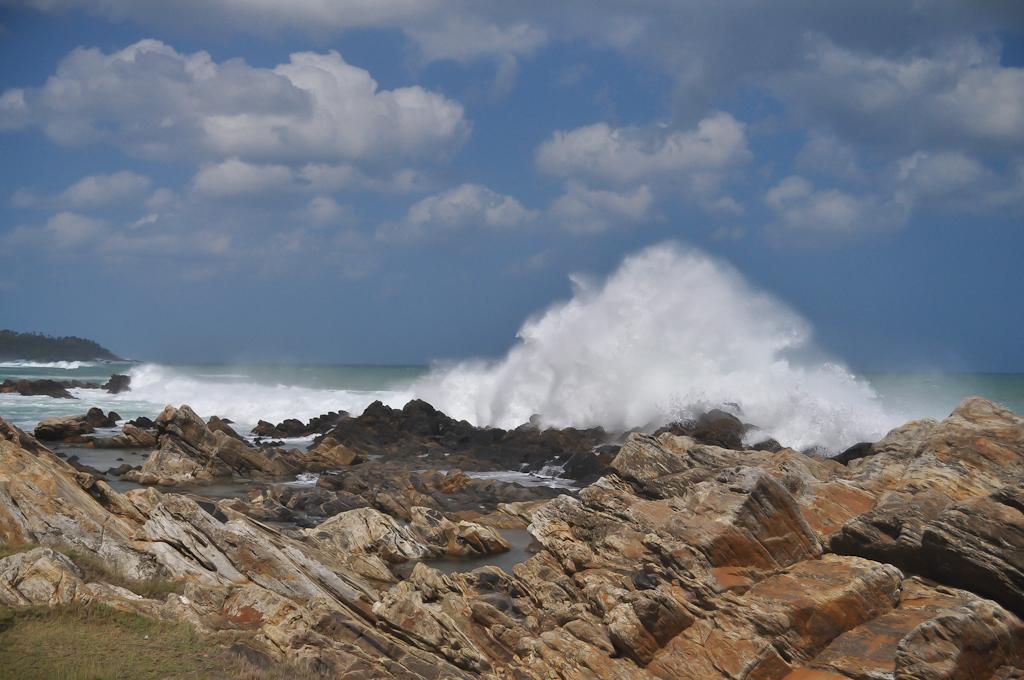 Сильные волны на Шри-Ланке