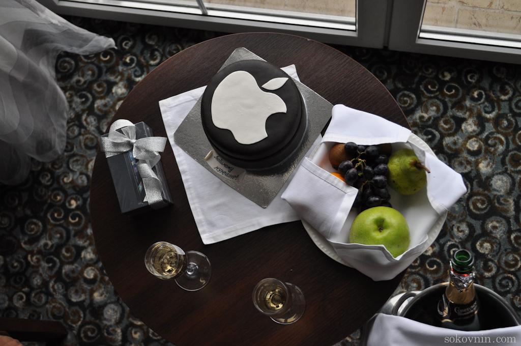 Торт Apple и iPhone