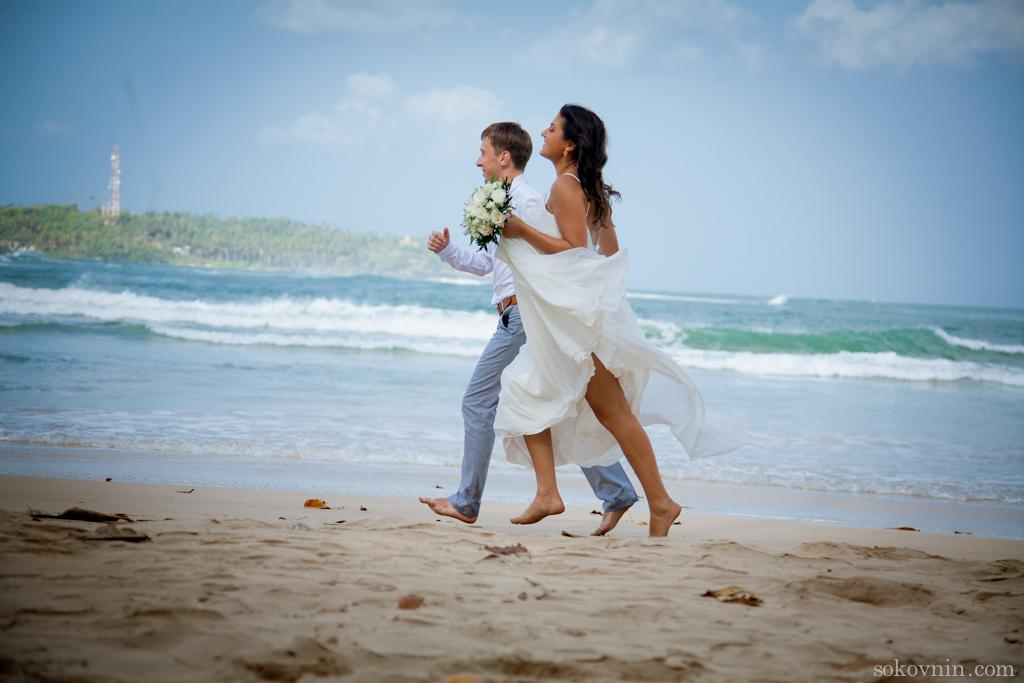 Свадебные фотографии на берегу индийского океана