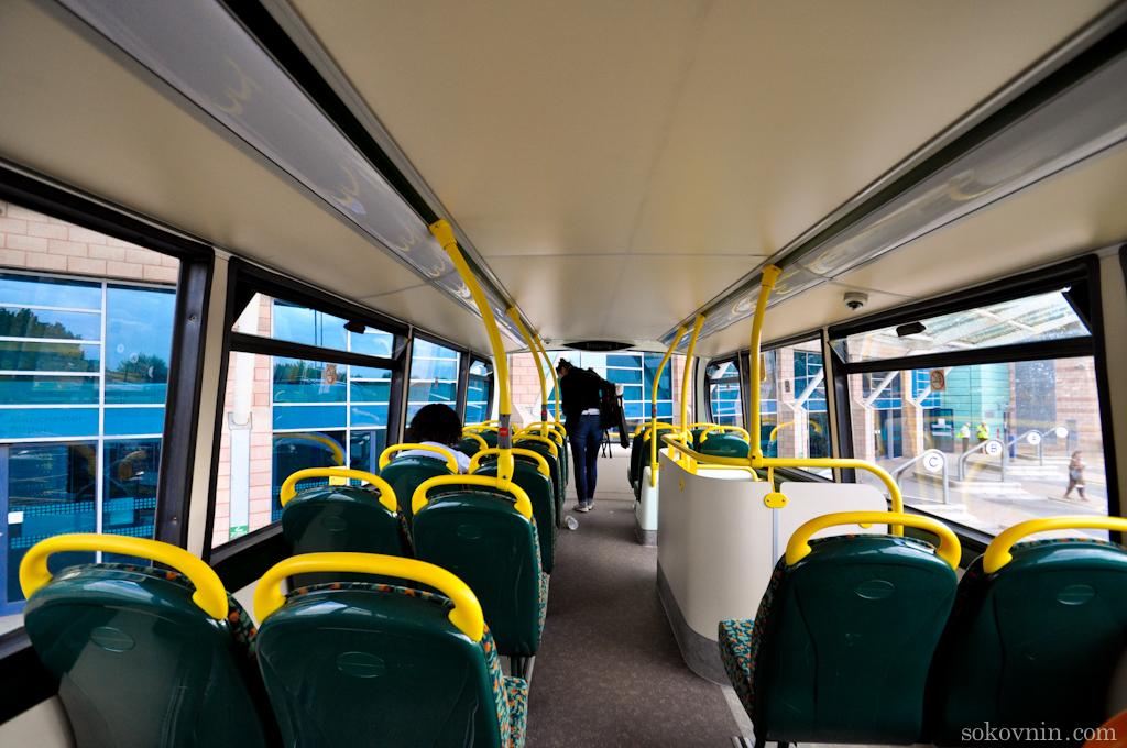 Двухэтажный автобус из аэропорта Манчестера