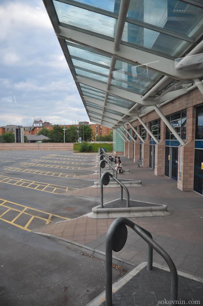 Автобусная остановка в аэропорту Манчестера