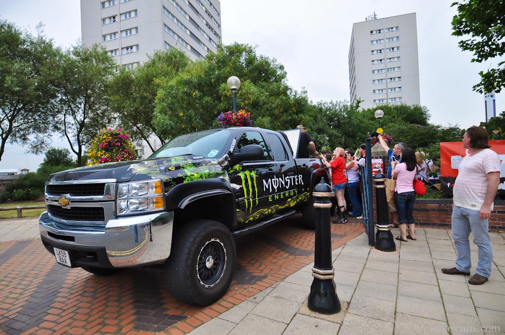 Спонсор парада зомби - энергетики Monster