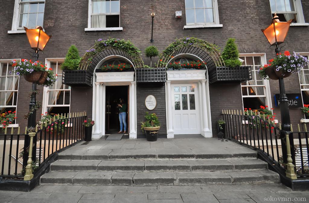 Russel Court Hotel в Дублине