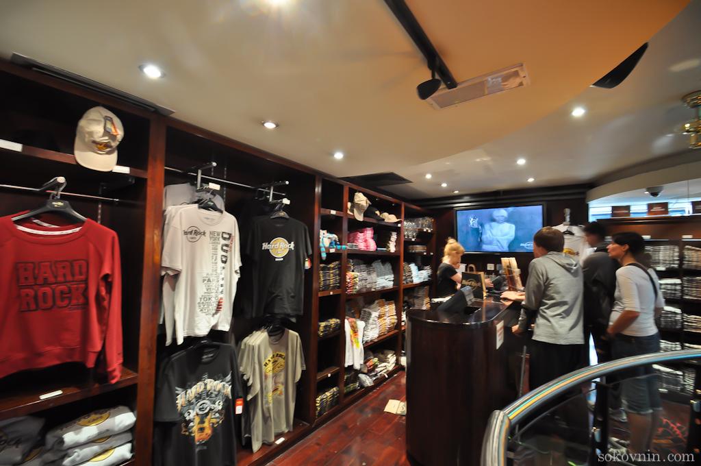 Роковый магазин в хардрок кафе