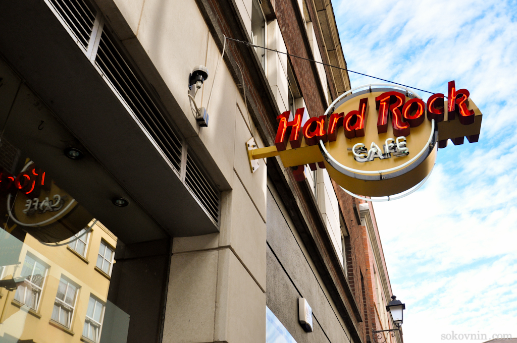 Вывеска Hardrock cafe в Дублине