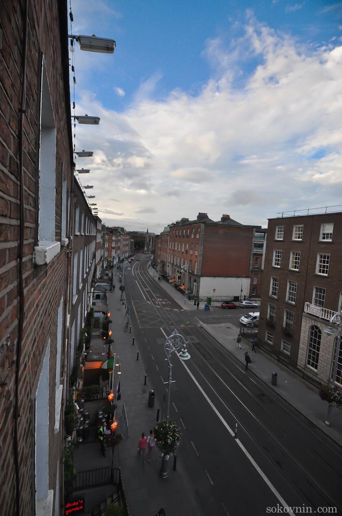 Вид на улицу из окна отеля