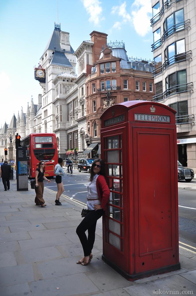 Старинная телефонная будка в Лондоне