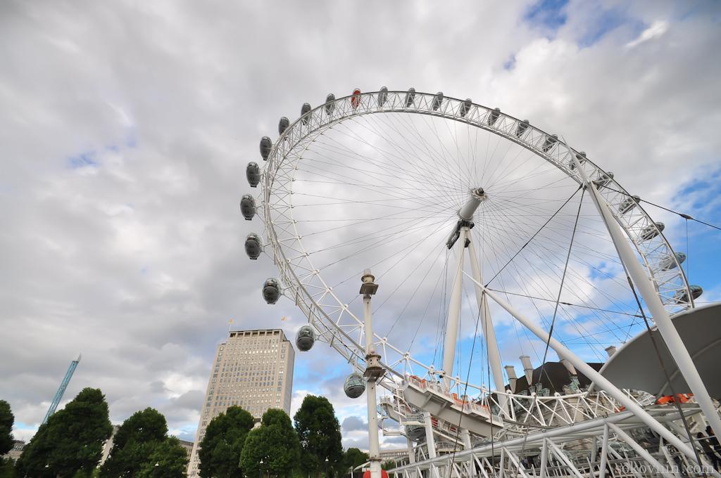 Гигантское колесо обозрения London Eye