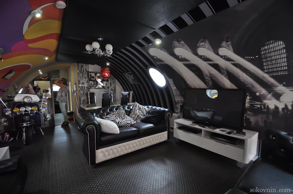 Интерьер отеля Жёлтая подводная лодка
