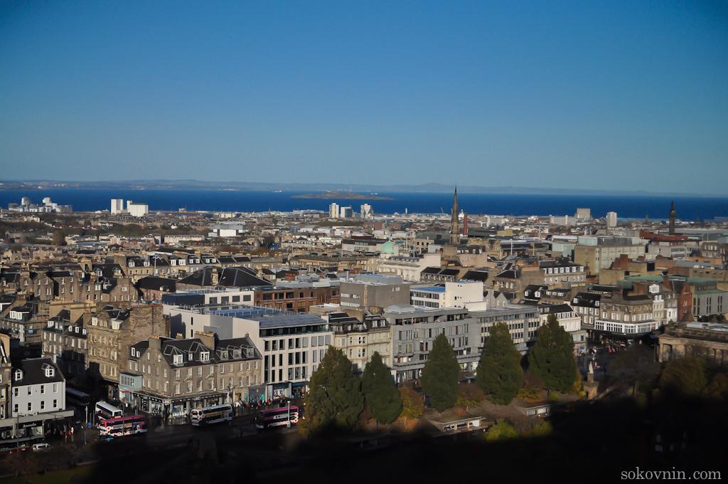 Панорама эдинбурга с замковой скалы