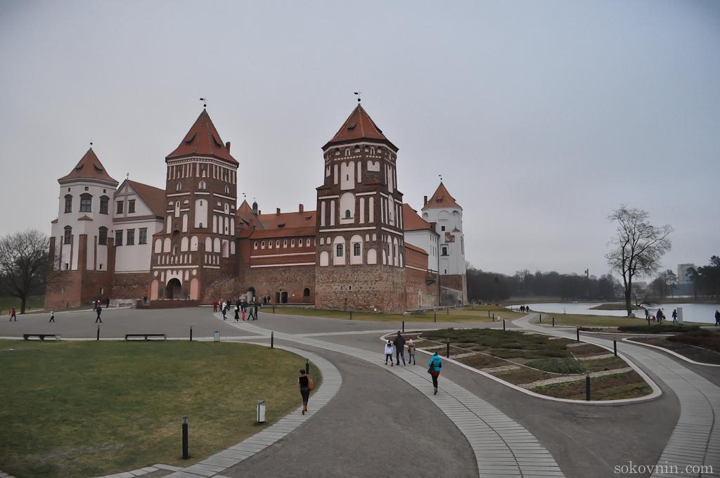 Замок в деревне Мир