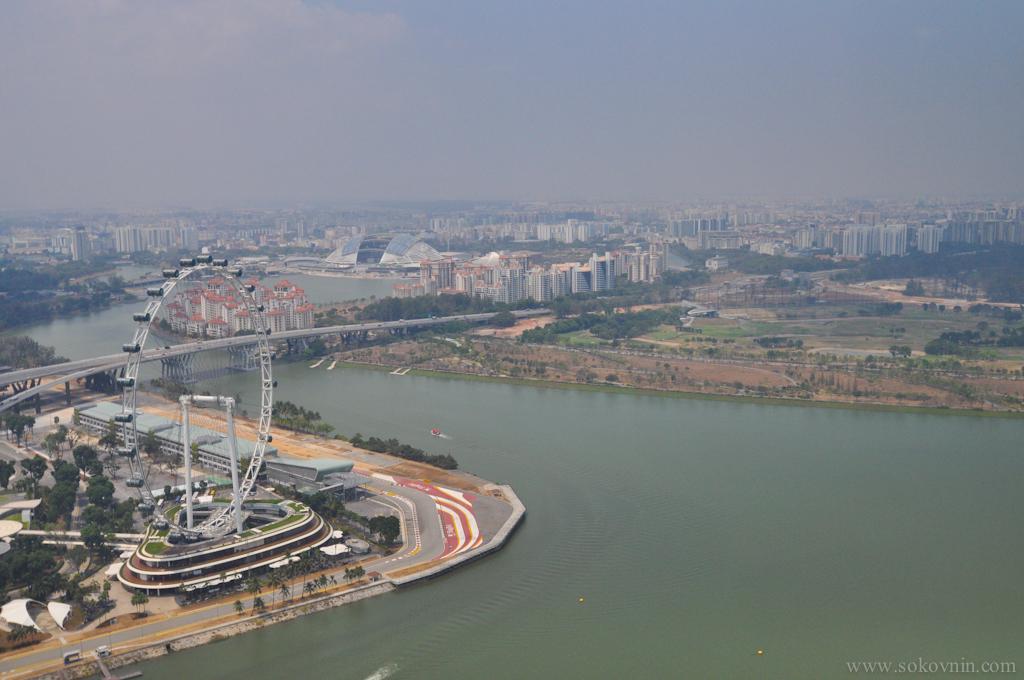 Сингапурское колесо обозрения с высоты птичьего полёта