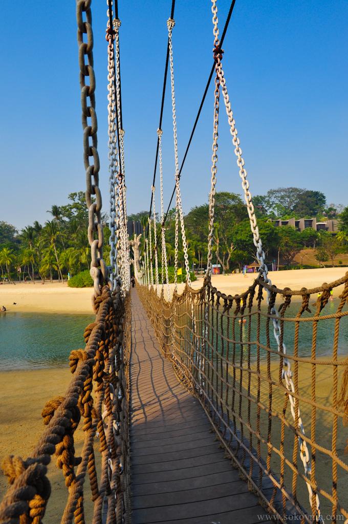 Подвесной мост на маленький остров