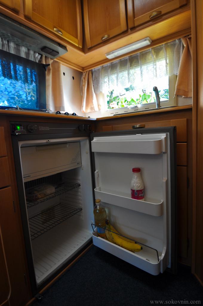 Холодильник в автодоме