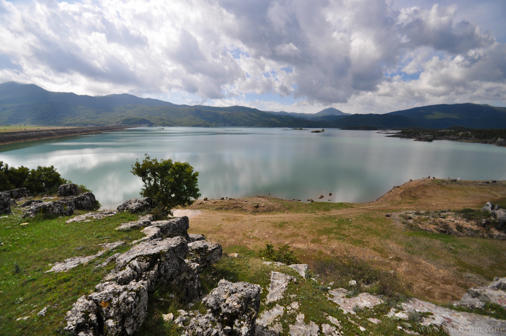 Красивое озеро в Черногории